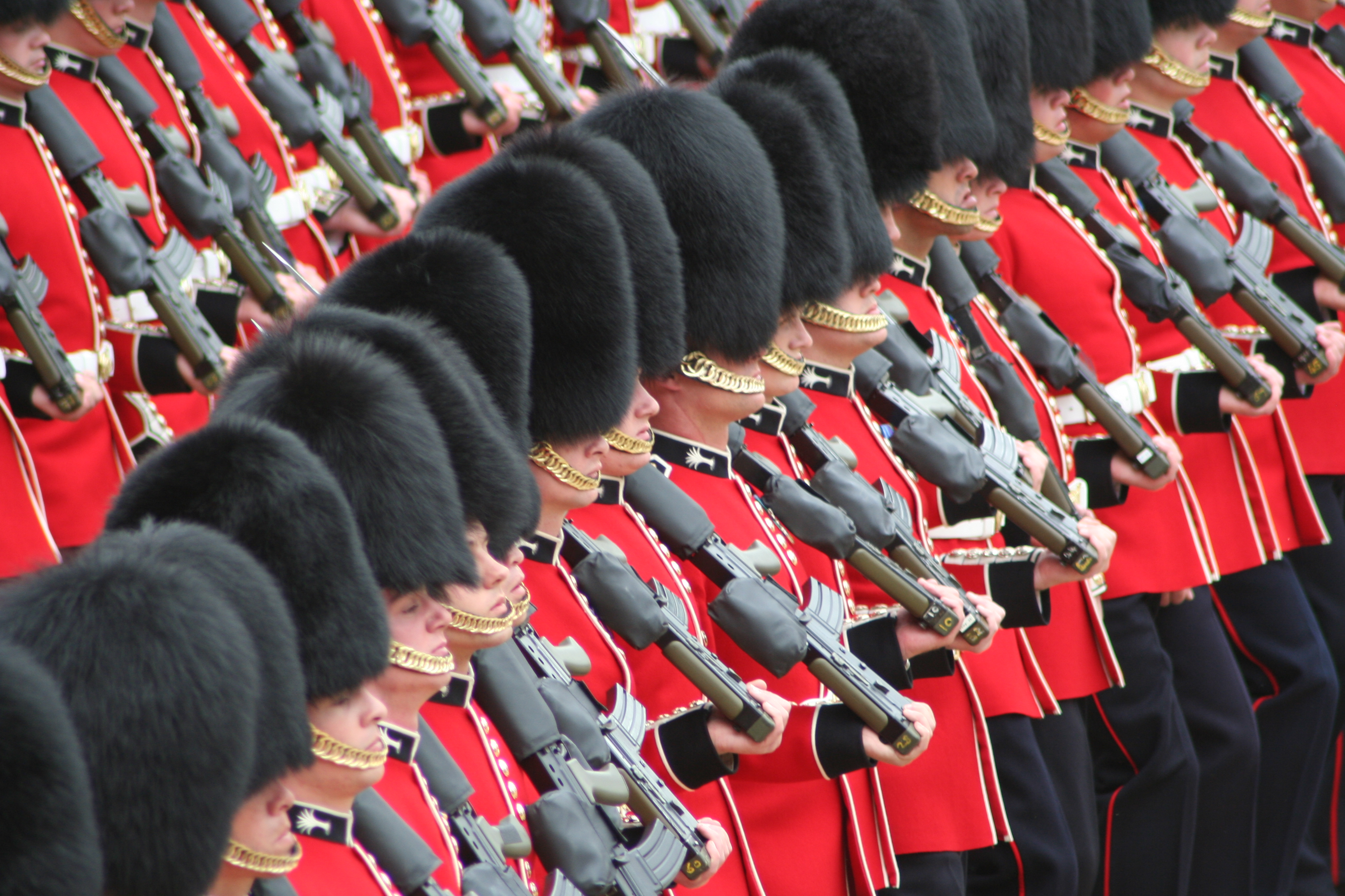 soldiers_trooping_the_colour_16th_june_2007